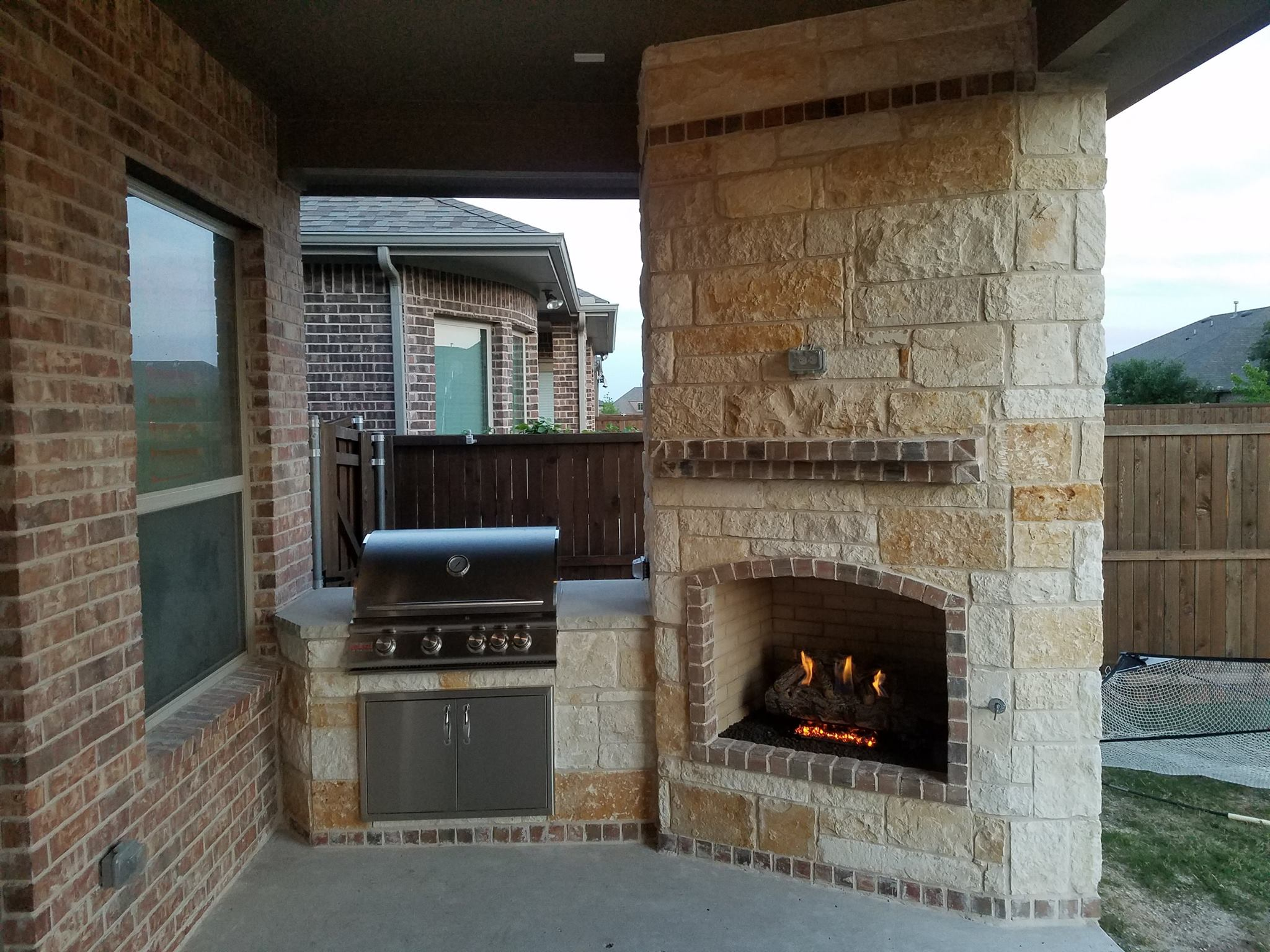 Fire features texas outdoor oasis outdoor fireplaces for Garden oases pool entrance