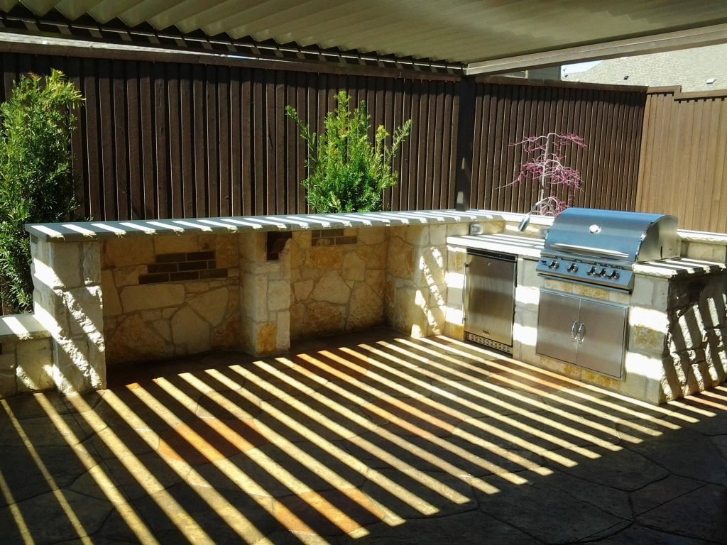 5 Benefits of Building an Outdoor Kitchen in Your Backyard