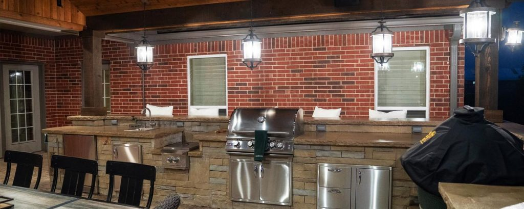 Add an Outdoor Kitchen to Your Backyard